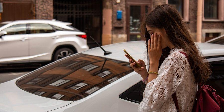 ¿Cómo saber si me están espiando por la cámara del móvil? 2